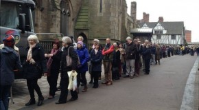 BBC: Richard III: More than 5,000 people visit Leicester Cathedral coffin