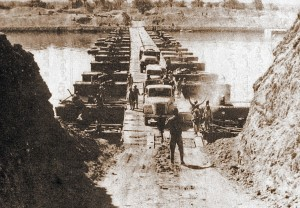 Egyptians crossing the Suez canal
